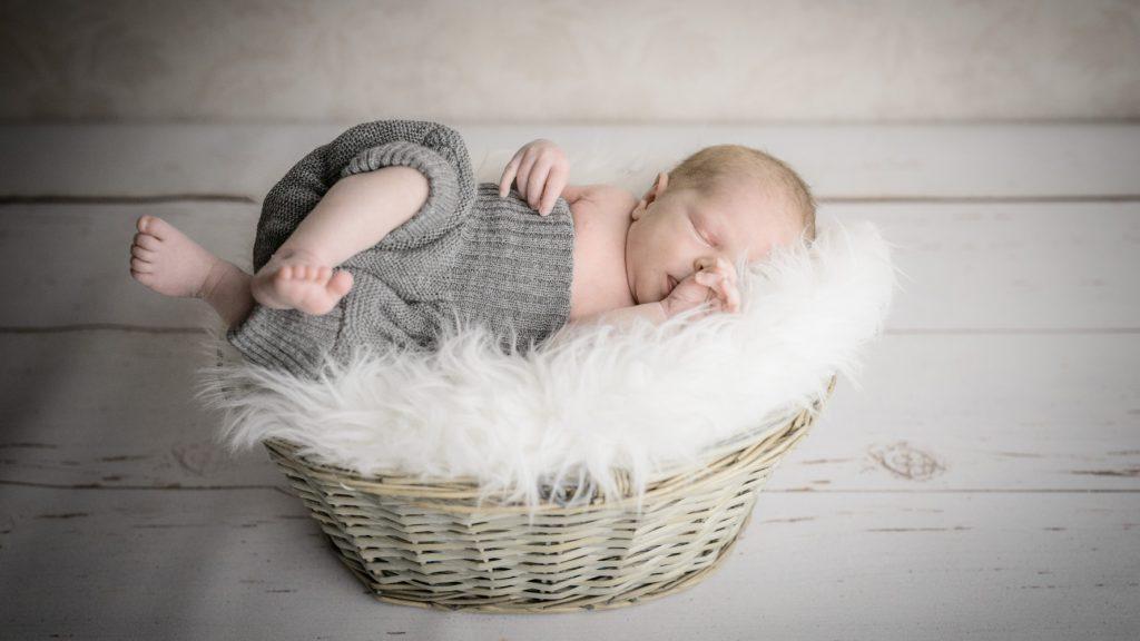 Babyfoto Salzburg, Newborn, Fotograf Salzburg, Hubert Auer, Studio Fotowork, Fotostudio Hallein